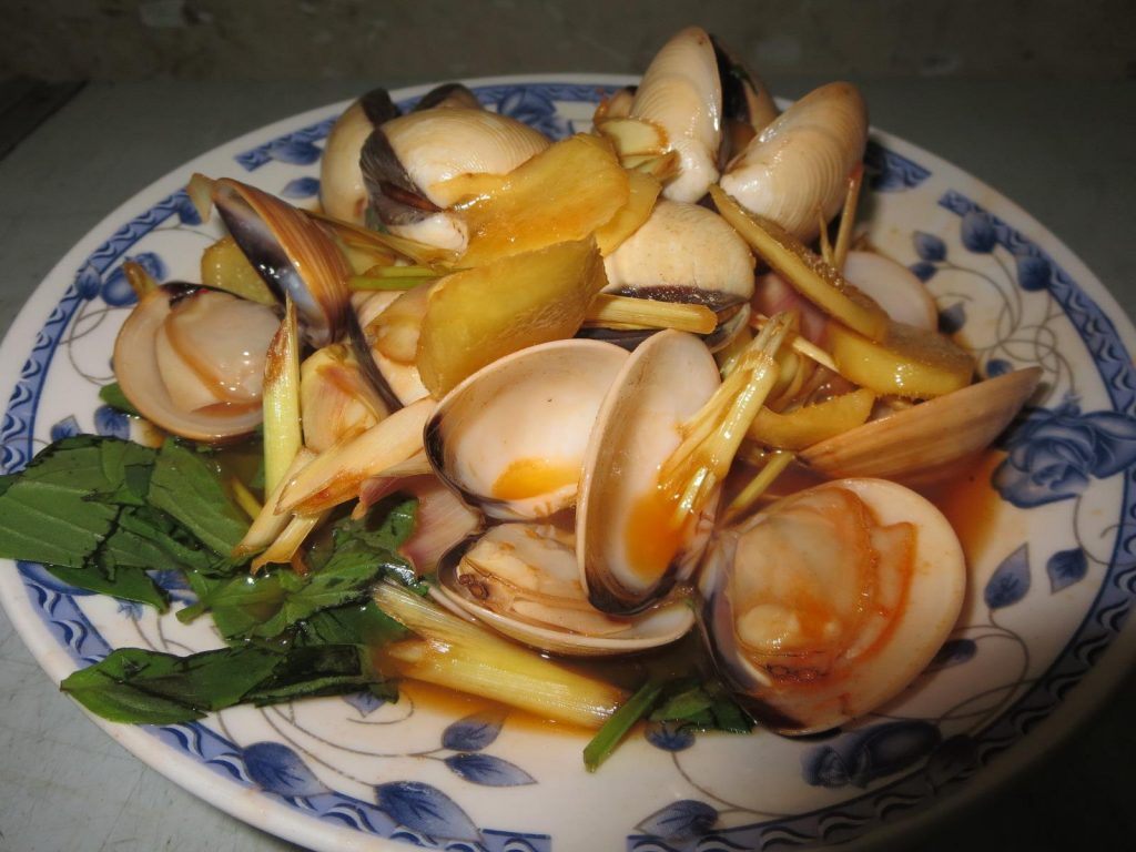 Chilli and lemongrass clams