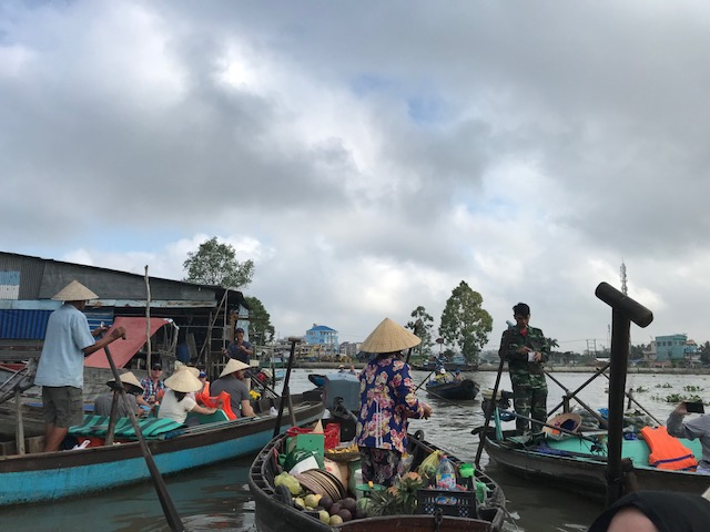 Phon Dien floating market